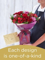 Christmas Hand-tied Bouquet With Chocolates